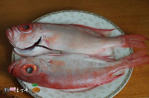 木瓜煲大眼鸡的做法(大眼鲷-海鲜家常菜)