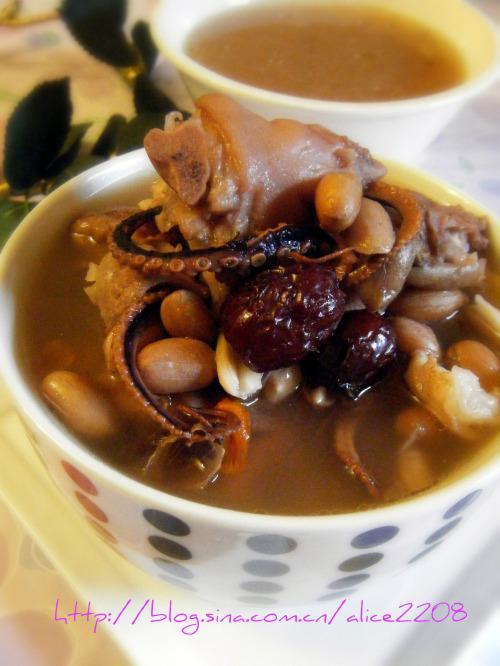 详细步骤图解  花生八爪鱼煲猪脚汤的做法