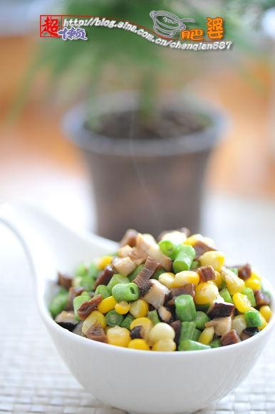 详细步骤图解  玉米豆角香菇菜脯的做法(巧剥玉米法)