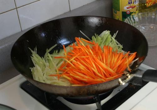 清炒莴笋丝 如何做,怎么做清炒莴笋丝的做法,详细步骤图解 中菜 天天美食天下菜谱网
