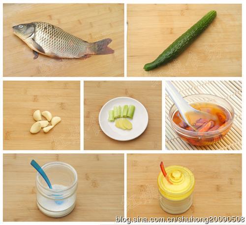 美味鱼鳞冻 原料:活鲤鱼1条,黄瓜1根,葱4段,姜3片,大蒜6瓣,辣椒油1勺